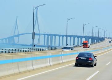 ...ebenso wie beeindruckende Brücken in der Küstenregion.